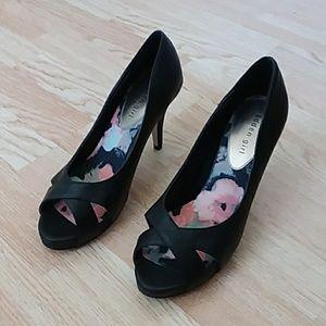 NWOT Madden Girl gertie heels